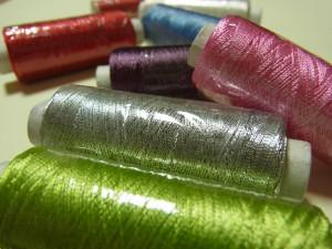レーヨン糸が6色とメタル糸を購入しました。