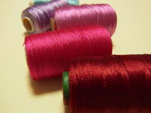 デリケートな糸です。一般の刺繍糸よりも光沢があり綺麗です。