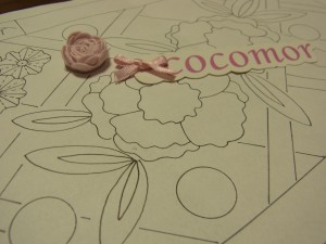 手刺繍のサンプル図案です。大小の花と全体に斜線が引いてあります。