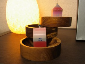木製の3段アクセサリーケースです。円形です。