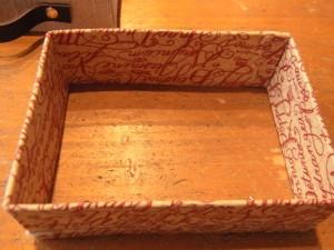 長方形の枠を作って、本体にはめ込みます。