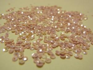 2mmカップ型スパンコールです。ピンクと白のマーブル模様です。