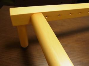特注品の家具を作っている職人さんにオーダーしました。横のアーチが綺麗です。