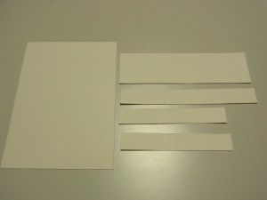 下の箱の周りを貼るのでケント紙をカットします。