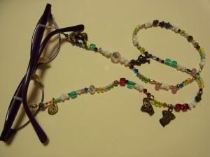 グラスコードが完成。メガネに装着しました。