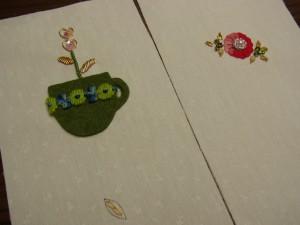 モールの刺し方を2種類、ご紹介しています。葉にモールを斜めに刺しています。もう一つはモールを輪にして、モールで止めています。