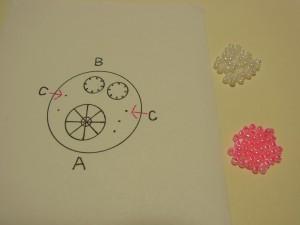 ビーズで作るお花の製図です。花芯部分に点がつけてあります。