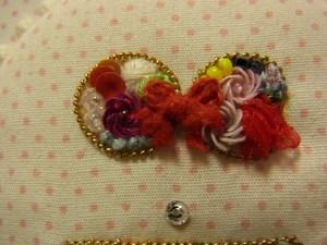 ビキニの上部分には、盛り盛りのお花の刺繍がしてあります。