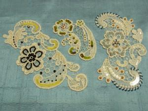 3種類の綿ブレイドが並んでいます。全て大きな花と、その周りにペイズリー模様があります。
