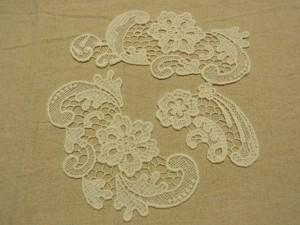 18cm,10cm,15cmサイズの花模様の綿レースブレードです。