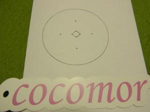 中心の円と、少し離れた部分4箇所(十字)に点があります。