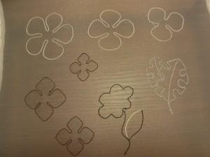 同じ形の花びらは3枚(大、中、小)を組み合わせます。