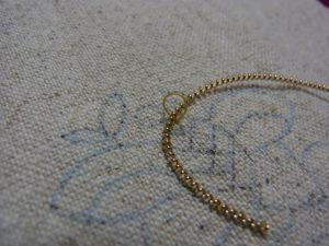 ワイヤーの溝に糸おさまりました。