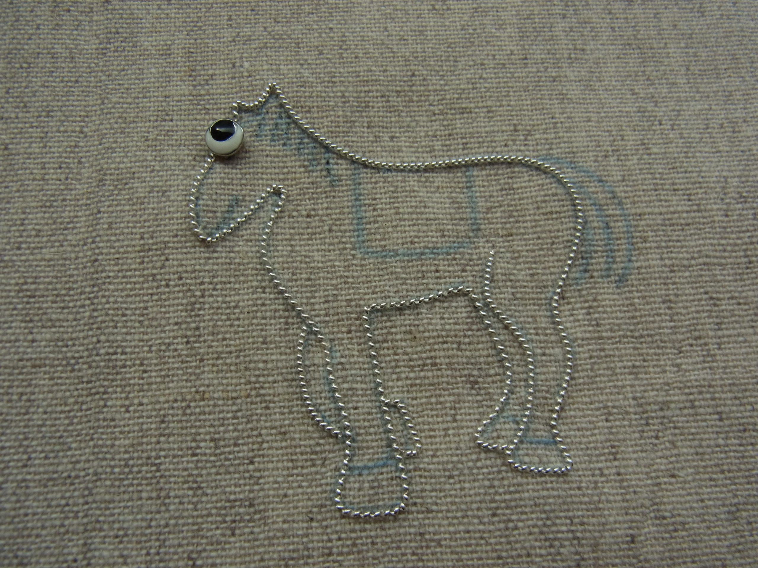 馬のブローチです。