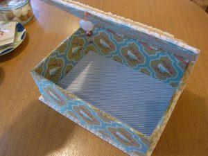 箱の中も生地が貼ってあります。