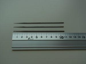 細いサイズ 中サイズ 太いサイズのアリワークの針が並んでいます。