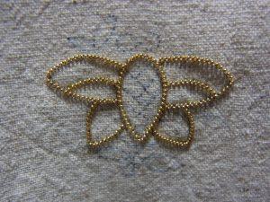 蜂の4枚の羽根ができました。