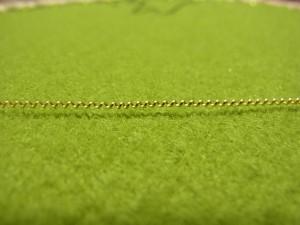 ツイストワイヤーです。この溝に糸を入れて止めていきます。