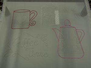 アリワークで刺したポットとコーヒーカップです。