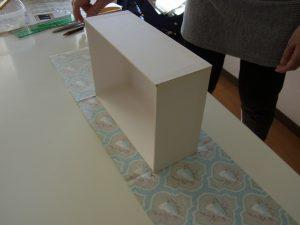 ボードを組み立てて箱を作りました。これから生地を貼っていきます。