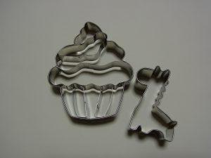 カップケーキとキリンの型抜きです。
