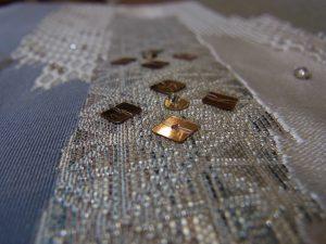 帯の柄の上にビーズ刺繍をしています。