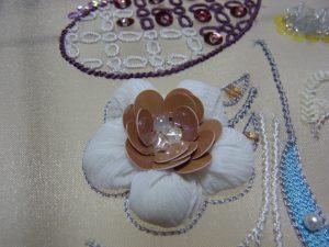 花びらに綿を入れてふかふかにしました。