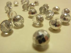 キラキラしているガラスボールです。