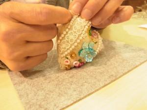 生地を縫い合わせて、キルト綿とラベンダーを中に詰めます。