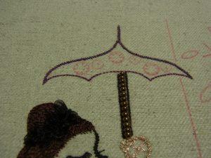 傘の尖っている部分は、きちんと尖らせて刺しています。