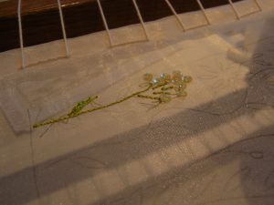 お花のスパンコールがしっかり止まっています。