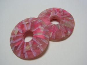 直径5.5cmのドーナツ型のパーツです。
