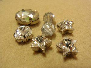 10mm、12mmのクリスタルがあります。楕円形、正方形、星型などです。