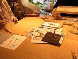 cafeでビーズ刺繍のレッスン♪です。