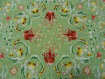 小花模様の生地の上にビーズとスパンコールを使って刺繍をしました。