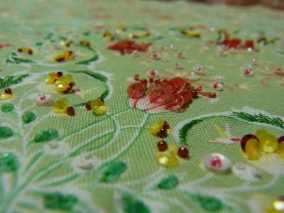 小花模様の刺繍のアップ