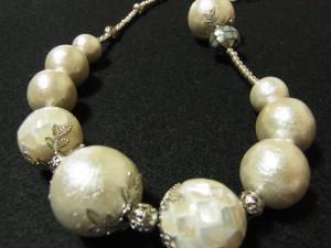 コットンパール(ホワイト)12㎜、16㎜、20㎜、シェル、メタルビーズを組み合わせた、ネックレスです!!